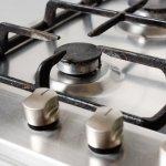 Ako vyčistiť mriežky na plynovom sporáku? Postup aj na zažratú špinu