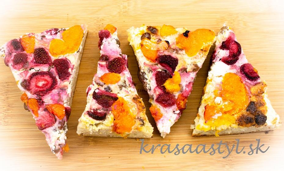 Kváskový tvarohový koláč s ovocím