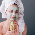 Skvelá domáca avokádová maska: Recepty na tvár aj vlasy