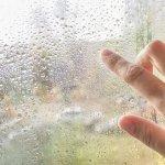 Zisti, ako na zarosené okná: Nájdi príčinu a odstráň problém!