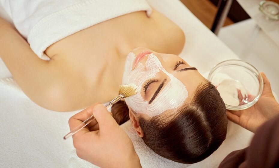 Domáca medová maska na tvár: Zabojuje nielen proti akné