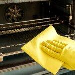 Ako vyčistiť rúru na pečenie? Ide to jednoducho s práškom do pečiva aj soľou