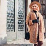 Huňatý teddy kabát v štýlových outfitoch: Vyberieš si biely, čierny či ružový?