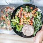 Ovládaš správne mrazenie potravín? Mäso, zelenina, cestoviny či príkrmy – vďaka týmto postupom zmrazovania ochrániš chuť aj zdravie